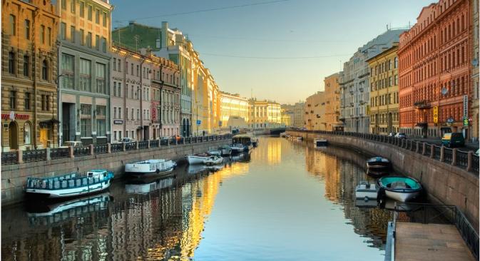 Sjeverna ruska prijestolnica ima poseban šarm u svako godišnje doba, no kažu da samo ljeti potpuno otkriva sve svoje čari. Izvor: Lori/Legion Media, FocusPictures, Alamy/Legion Media.