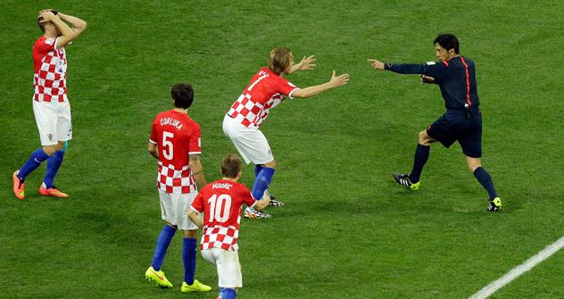 """""""Svaki navijač na svijetu zna da to nije bio penal"""". Izvor: AP"""