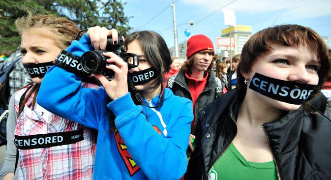 """: Postoji mišljenje da će nova zabrana biti samo """"crvena marama za bika"""" i da će netalentirani umjetnici pokušati skrenuti pozornost javnosti na svoja djela kroz prizmu """"protesta"""". Izvor: RIA Novosti."""