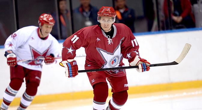 Vladimir Putin redovno igra revijalne utakmice zajedno s veteranima hokejaške reprezentacije SSSR-a. Izvor: Photoshot / Vostock Photo.