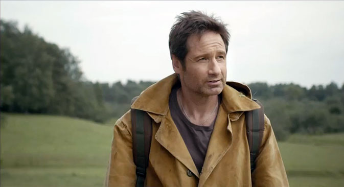 Duchovny u video-klipu isprobava sve najvažnije ruske simbole. Izvor: Press Photo