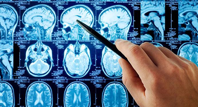 U Rusiji se tradicionalno potpuni uspjeh odstranjenja tumora određuje ''od oka'', polazeći od osobnog iskustva kirurga, nakon rezultata analize MR-istraživanja. No takva ocjena je subjektivna. Ostatke tumora na snimkama je jako komplicirano primijetiti: krv, tvar koja zaustavlja izljev krvi, ostaci tumora – sve to na MR-snimkama ima otprilike istu boju. Izvor: Shutterstock
