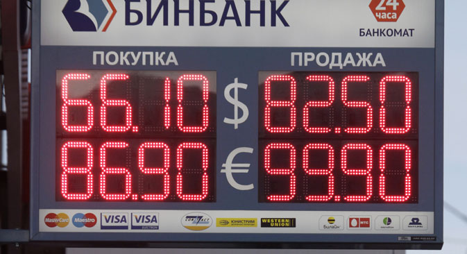 Brojke iznad ulaza u banke na ulicama Moskve koje prije mjesec dana nitko nije mogao ni zamisliti. Izvor: Reuters