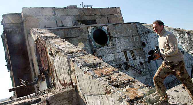 Ostaci zgrade razrušene laserske istraživačke stanice 5N76 na poligonu kompleksa Terra-3, na kazahstanskom poligonu Sari-Šaga. Upravo se tamo nalazilo bojno zrcalo, koje je usmjeravalo lasersku zraku na cilj. Izvor: Arhiva Karagandinskog ekološkog muzeja