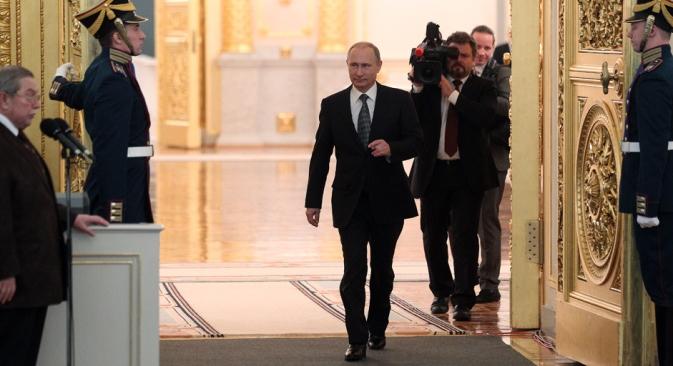 Godišnje obraćanje Vladimira Putina Federalnoj skupštini 4. prosinca ulilo je optimizam u ruske poslovne krugove, koji su pozdravili inicijative pružanja podrške biznisu, kao i za smanjenje državne kontrole i povratak kapitala iz inozemstva. S druge strane, vanjskopolitički dio obraćanja karakterističan je po oštrim izjavama koje je predsjednik Rusije uputio zapadnim zemljama. Izvor: Konstantin Zavražin/Rossijska Gazeta