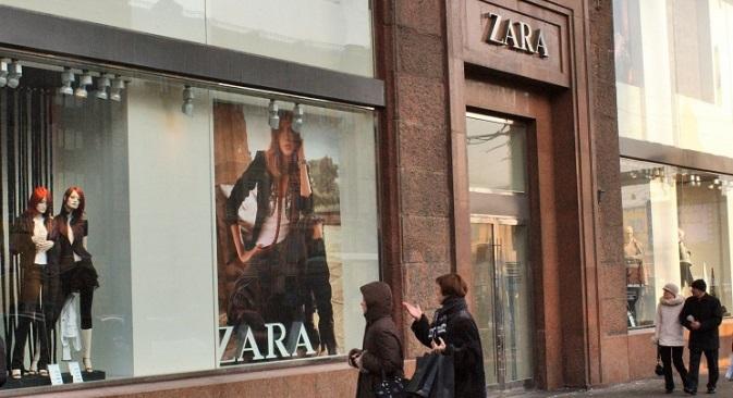 Svoje isporuke zaustavila je i VNS Grupa, koja u Rusiji upravlja lancima Calvin Klein, Armani Jeans, Michael Kors, TopShop i dr.Izvor: TASS
