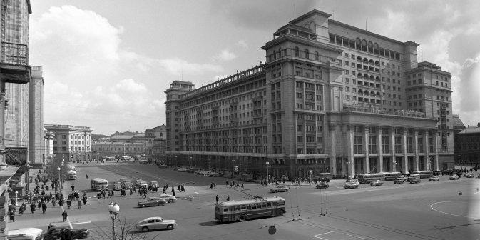 Na križanju kod Ohotnog rjada, 1955. Izvor: A. Čeprunov/RIA Novosti