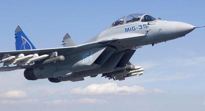 Vanjski MiG-35 ne razlikuje se od običnog MiG-29. Isti okvir korpusa, no ''kapa'' kabine je potpuno drugačija – skroz je staklena, kao na najsuvremenijem američkom lovcu pete generacije F-22 Raptor i ruskom T-50. Izvor: Press Photo