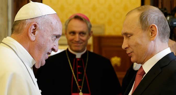 """""""U čitavom svijetu je papin autoritet jak. Franjo je vrlo popularan. Susret s Papom se smatra uspjehom za Putina."""" Izvor: AP"""