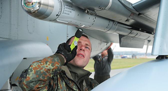 Im Fall eines Kriegs könnten deutsche Tornado-Flugzeuge die amerikanischen Bomben auf Befehl der Nato einsetzen.