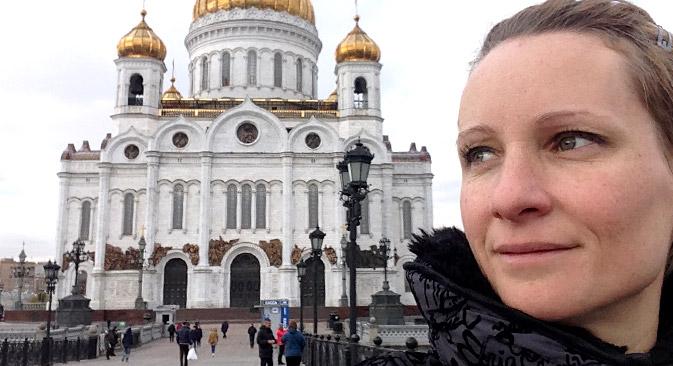 Iva Pracevic ispred Katedrale Krista Spasitelja u Moskvi.