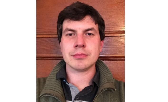 Doktorant odsjeka za sociologiju Sveučilišta McGill (Montreal, Kanada).