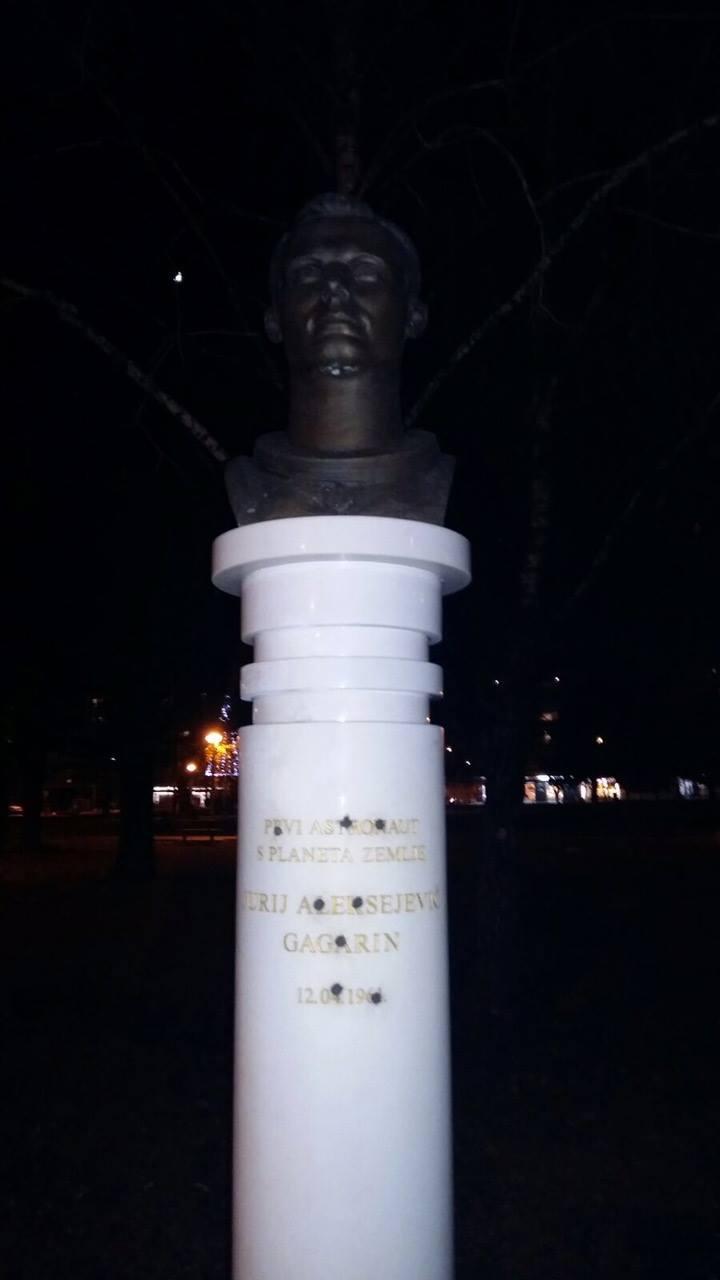 Споменикот на Јуриј Гагарин во Загреб, Хрватска.\n