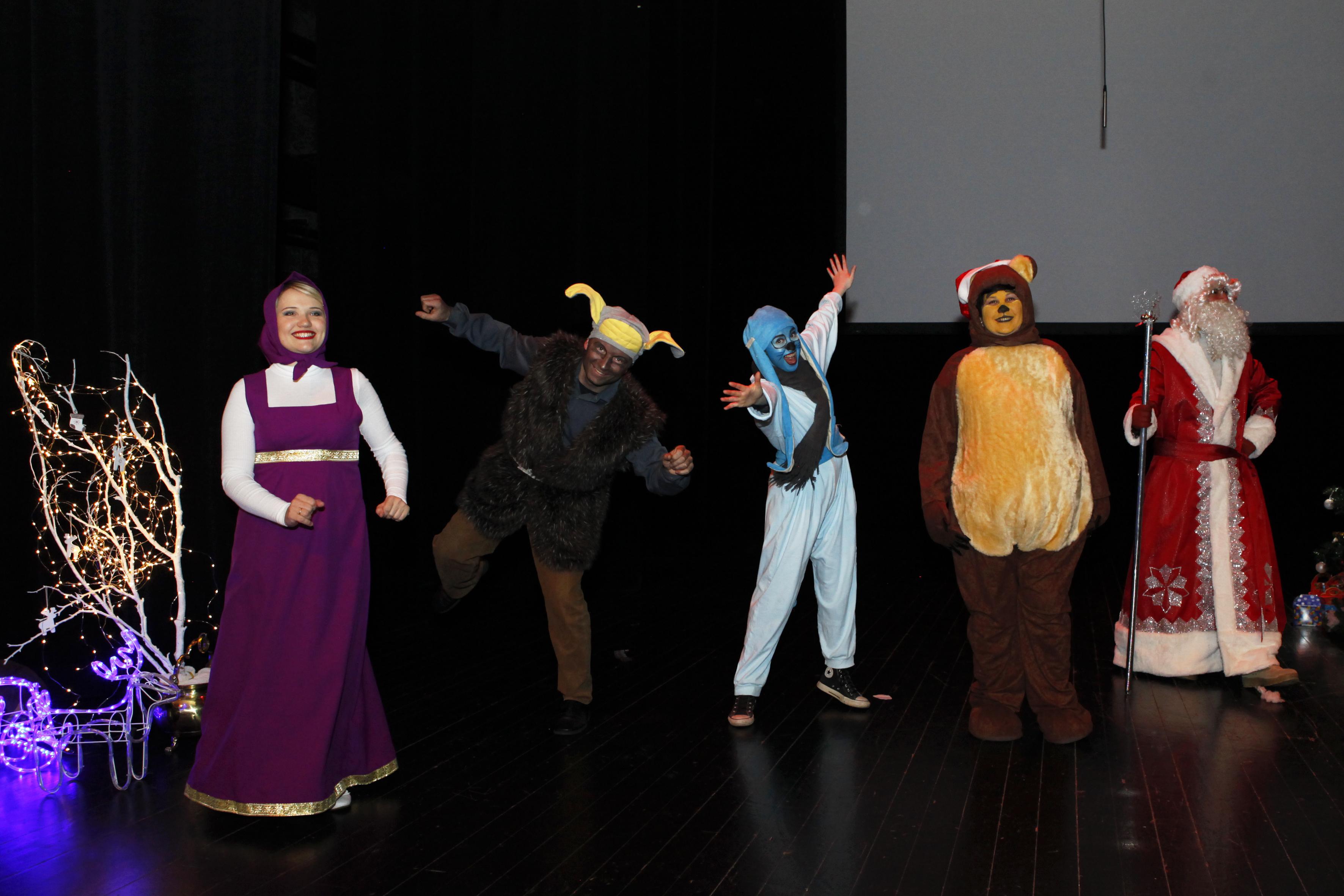 Na pozornici su djeca gledala svoje omiljene likove u čudesnim, živopisnim, ručno izrađenim kostimima.