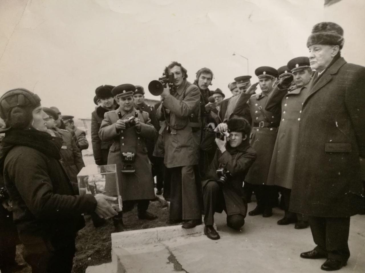 Serguêi Grigorian e Konstantin Tchernenko, o quinto secretário-geral do Partido Comunista da União Soviética / Foto: arquivo pessoal