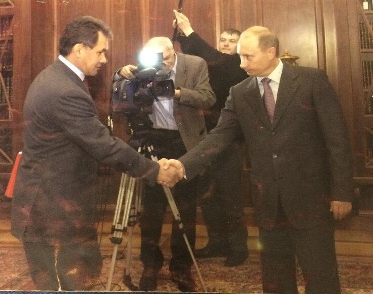 """Para ser admitido no Azerbaijão, assessoria presidencial precisou providenciar crachá de """"cameraman pessoal de Pútin"""" / Foto: arquivo pessoal"""