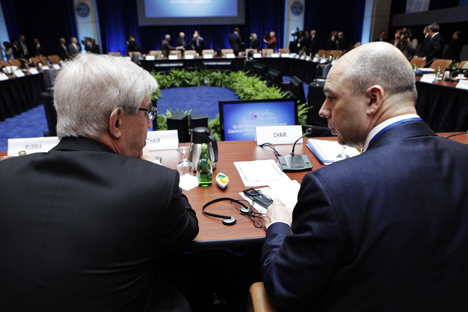 Kepala Central Bank of Russia Sergei Ignatiev dan Menteri Keuangan Rusia Anton Siluanov di Pertemuan Menteri Keuangan G20 yang berlanggsung dalam rangka the Spring Meeting IMF dan World Bank di Washington, pada 19 April. Sumber: Reuters