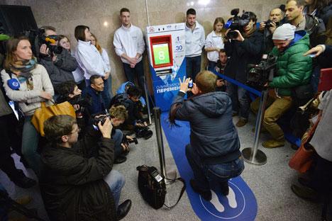 Tiket gratis ke stasiun kereta bawah tanah Moskow untuk leg squats. Sumber: Ramil Sitdikov/RIA Novosti