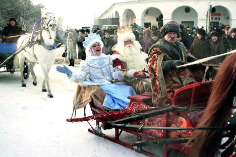 Ded Moroz (Kakek Salju) dan cucu tercintanya Shegurochka (Gadis Salju) adalah karakter utama dari legenda musim dingin Rusia.