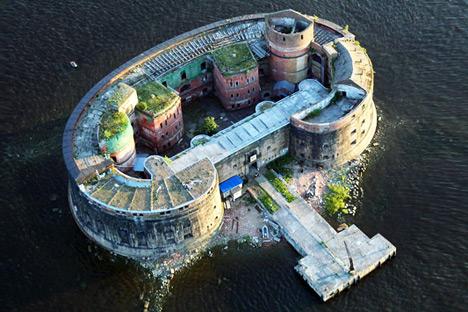 Benteng Wabah, Saint Petersburg. Sumber: masterok.livejournal.com