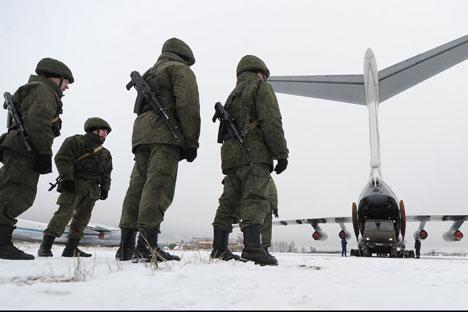Lebih dari 150.000 personil angkatan bersenjata Rusia ikut serta dalam latihan ini. Kredit: ITAR-TASS