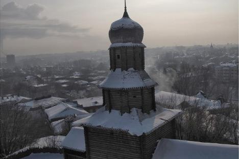 Bangunan museum sejarah ini masih sama dengan bangunan pemerintahan Tomsk yang didirikan pada tahun 1604. Kredit: author.