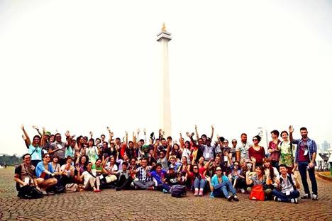 Seluruh peserta BSBI berkunjung ke Monas, Jakarta. Foto: Kementarian Luar Negeri Indonesia