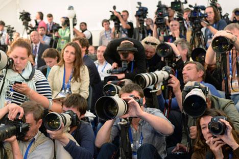 """Kebanyakan wartawan Barat mampu menghasilkan jurnalisme berkualitas. Masalahnya, mereka telah """"dijinakkan"""" untuk melayani kebutuhan korporat. Kredit: Alexey Maishev/RIA Novosti"""
