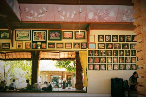 Kami di Bali sedang belajar di sanggar. Foto: penulis