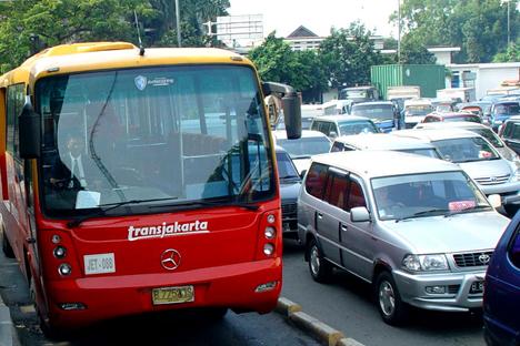 Sampai saat ini sistem transportasi baru yang ditawarkan bagi Jakarta terkesan kaku dan komersil. Foto: Mikhail Tsyganov