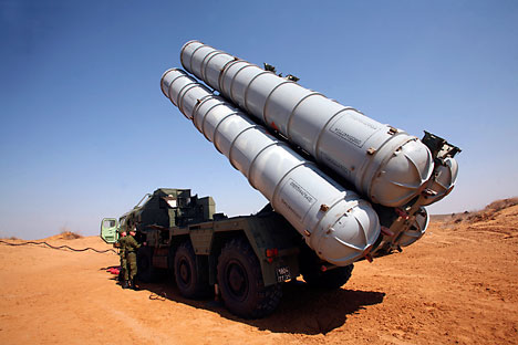 Sistem antipesawat dan antimisil portabel S-300VM Antey-2500 mampu melawan misil balistik dengan jarak jangkau hingga 2.500 kilometer. Foto: ITAR-TASS
