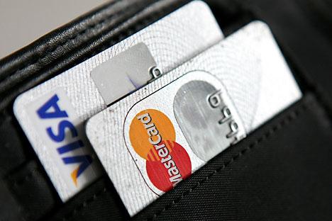 Langkah ini muncul sebagai reaksi pihak berwenang Rusia terhadap keputusan Visa dan MasterCard yang menghentikan proses transaksi kartu terbitan bank Rusia yang masuk daftar target sanksi AS. Foto: DPA/Vostok Photo