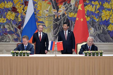 Gazprom dan CNPC menandatangani kontrak pembelian gas. Foto: AP