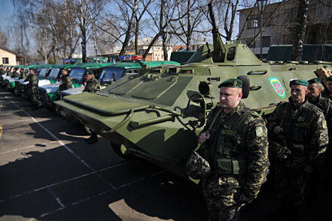 Sekitar 15 ribu pasukan Ukraina bersiaga di perbatasan Ukraina-Rusia. Padahal, tentara Rusia sudah ditarik dari wilayah perbatasan tersebut. Foto: Pavel Palamarchuk/RIA Novosti