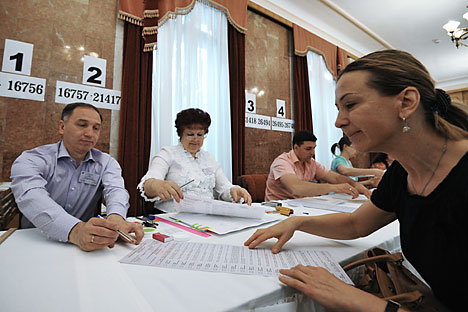 Menurut Interfax, lebih dari 700 warga Ukraina ikut memilih di TPS yang sediakan di Moskow pada 25 Mei 2014. Foto: Sergey Kuznetsov/RIA Novosti