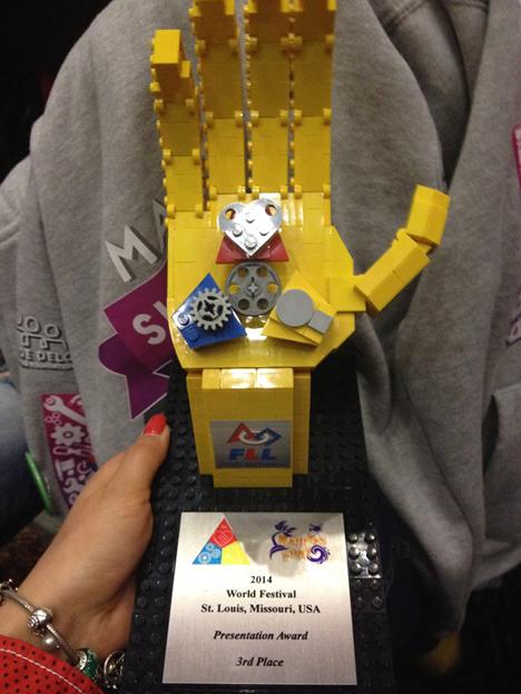 Penghargaan LEGO League yang pertama. Foto: Press Photo