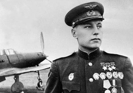 Pokryshkin bukan hanya seorang ahli taktik yang hebat, tetapi juga pilot pemberani yang memimpin di garis depan dan terus berjuang hingga perang berakhir. Foto: RIA Novosti