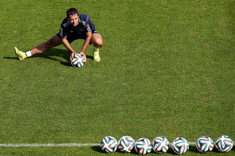 Kapten Timnas Rusia Roman Shirokov tidak dapat mengikuti kejuaraan sepak bola akbar dunia di Brasil karena cederanya kambuh. Foto: Alexander Wilf/RIA Novosti