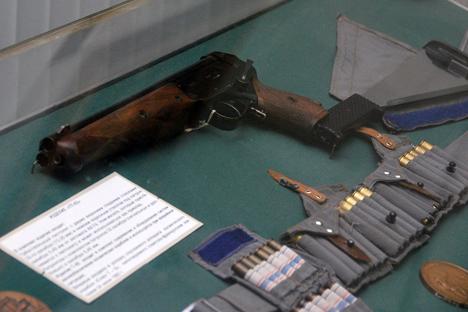 Para kosmonot dipersenjatai senapan Makarof (PM) reguler, sama seperti yang digunakan oleh polisi. Foto: Wikipedia