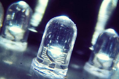 Modul cahaya BeamCaster dapat mentransfer data pada kecepatan 1,25 gigabyte per detik. Foto: Shutterstock