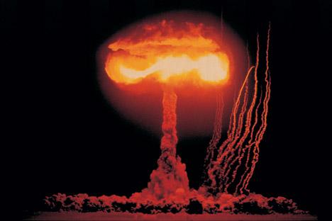 Berdasarkan hasil survei, 64 persen warga Rusia meyakini kemungkinan bahwa konflik militer yang melibatkan senjata nuklir dapat terjadi. Foto: Getty Images/Fotobank