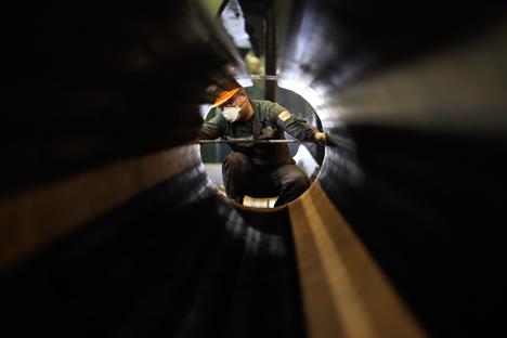 AS berencana membanjiri pasar dunia dengan tiga juta barel minyak per hari, volume yang sama dengan total pengiriman minyak Rusia ke Eropa dalam setahun. Foto: Reuters