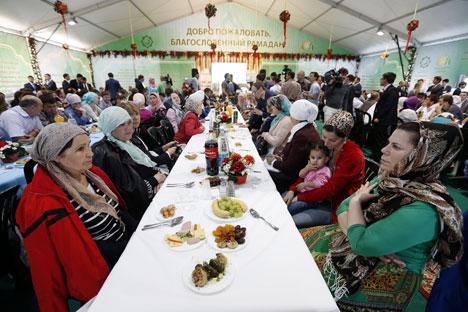 Sejak dulu, di Moskow terdapat banyak penduduk beragama Islam dan mereka selalu menjunjung kedamaian dan kerukunan umat beragama.