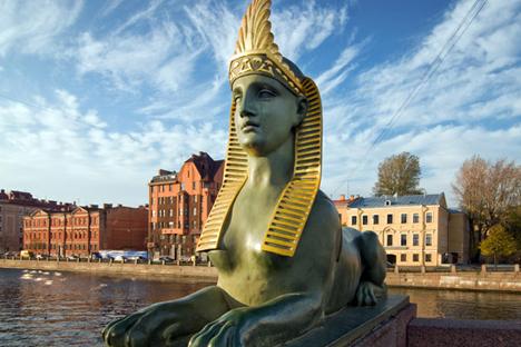Patung sphinx di Jembatan Mesir di atas Sungai Fontanka. Foto: Lori/Legion Media