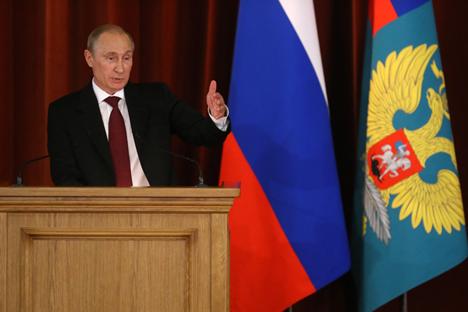Putin juga membahas politik global yang semakin sulit diprediksi seiring konflik lama kembali membara dan konflik baru terus bermunculan. Foto: Kementerian Luar Negeri Federasi Rusia