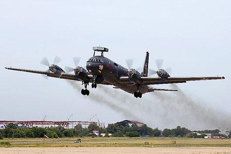 Pesawat Ilyushin Il-38 adalah versi militer dari pesawat Il-1 yang terkenal. Foto: Press Photo