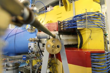 Akselerator IC-100 di laboratorium Flerov milik Joint Institute for Nuclear Research (JINR) yang terletak di Dubna, Moskovskaya Oblast. Foto: RIA Novosti
