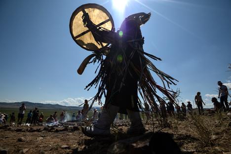 Mark Guslyakov, salah satu dari 13 dukun yang hadir dalam festival The Call of 13 Shamans, percaya bahwa kemampuan paranormal ada dalam genetik manusia. Foto: RIA Novosti