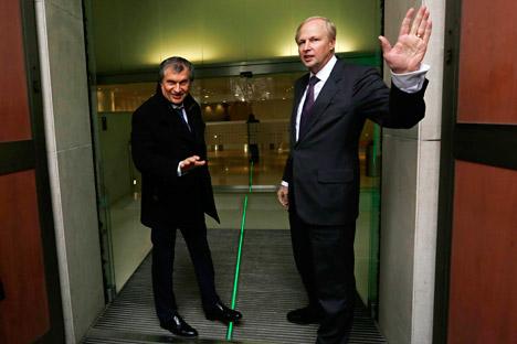 CEO British Petroleum Bob Dudley (kanan) dan CEO Rosneft Igor Sechin. Foto: Reuters