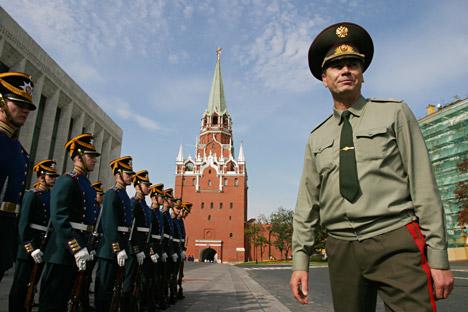 Sejak adanya jalan masuk baru ke dalam komplek Kremlin yang membuat orang dapat melalui pos penjagaan dengan lebih cepat, pengunjung Kremlin mencapai 9 ribu hingga 12 ribu orang per hari. Foto: Viktor Vasenin/RG